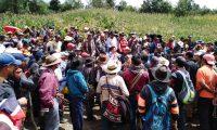 Pobladores de Batzulá se enfrentaron a vecinos de Chiúl, Cunén, Quiché, por un proyecto de agua entubada. (Foto Prensa Libre: Héctor Cordero)