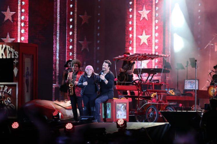 Conchi es el nombre de la fan que subió durante la canción del concierto de Ricardo Arjona en Guatemala.