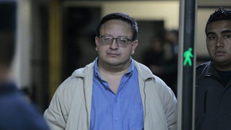 Luís Carlos de León Zea, exdirector del SP, aceptó los cargos por la investigación en el asesinato de Byron Lima Oliva, una modelo y de otros 12 reos. (Foto Prensa Libre: Hemeroteca PL)