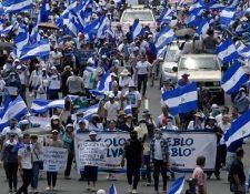 La calificadora de riesgo agregó que el riesgo de inestabilidad política sigue siendo alto y perjudica las perspectivas de crecimiento. (Foto Prensa Libre: Hemeroteca)