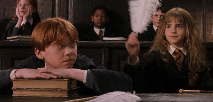 Ron Weasley y Hermione Granger asisten a su primera clase de encantamientos (Foto Prensa Libre: media.biobiochile.cl)