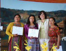 Maestras de Santa Apolonia, Chimaltenango, beneficiadas del programa de diplomado que ofrece Enlace. (Foto Prensa Libre: Cortesía)