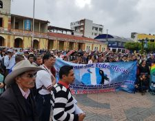Decenas de católicos recorren las calles de San Marcos en señal de repudio por los actos de corrupción en el Congreso. (Foto Prensa Libre: Whitmer Barrera)