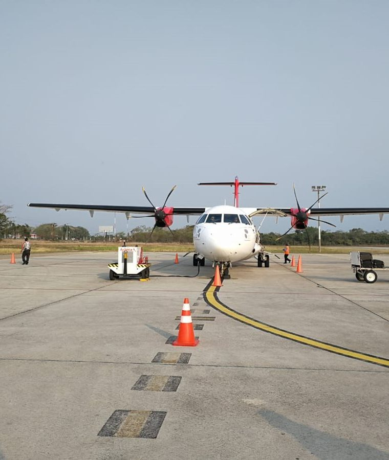El aterrizaje y despegue de los aviones que llegan al aeropuerto Mundo Maya de Petén se verían afectados por la falta de energía eléctrica. (Foto Prensa Libre: César Pérez Marroquín)