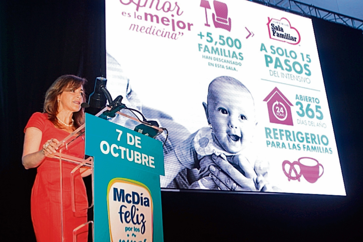 Álvaro Cofiño, presidente de McDonald´s Mesoamérica, da pormenores de la logística del evento.