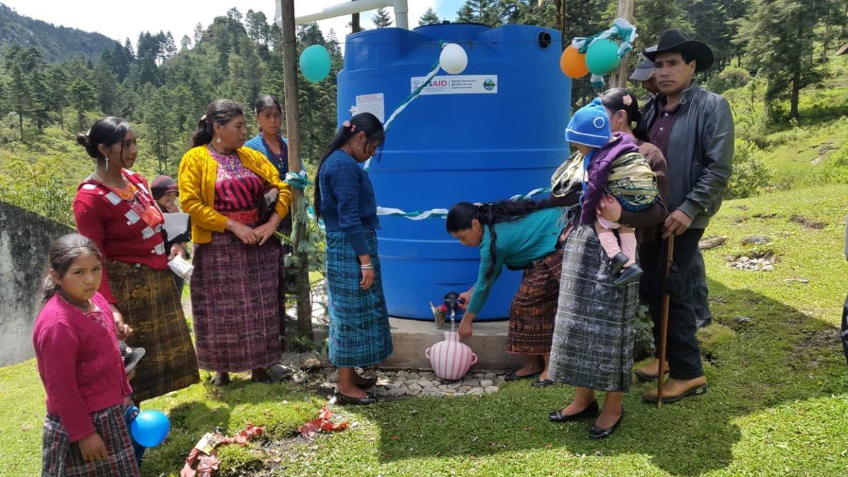 Captadores de agua familiares con capacidad para 2 mil 800 litros de agua, instalados en las comunidades de los Cuchumatanes.(Foto Prensa Libre: cortesía)