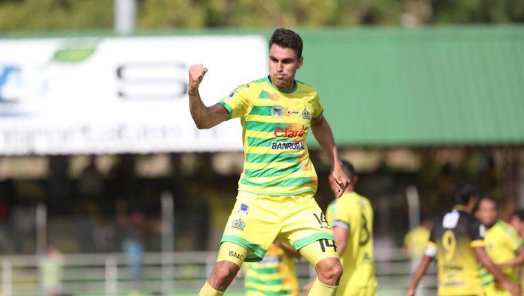 Isaac Acuña celebra después de anotar el gol de la victoria de Deportivo Guastatoya. (Foto Prensa Libre: Francisco Sánchez)