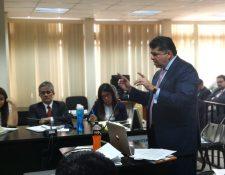 Vinicio García Pimentel, abogado defensor de Julio Suárez Guerra, ofreció sus conclusiones al Tribunal Undécimo de Sentencia Penal. (Foto Prensa Libre: Javier Lainfiesta)