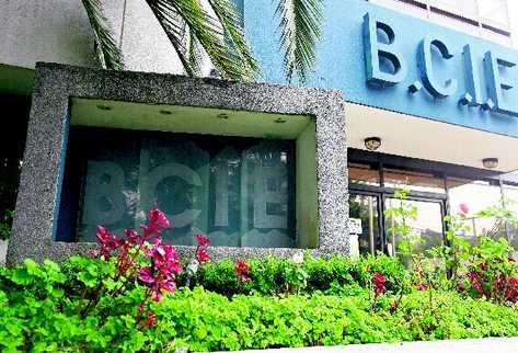El banco regional otorgará un préstamo millonario al BAM para pequeños empresarios.