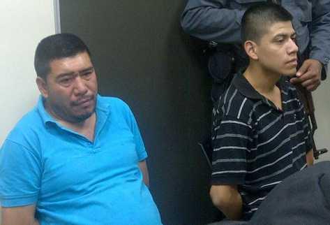 Un padre y su hijo, implicados en el asesinato de dos mujeres y dos niñas, rinden este jueves su primera declaración en el Juzgado de Femicidio. (Foto Prensa Libre: Estuardo Paredes)