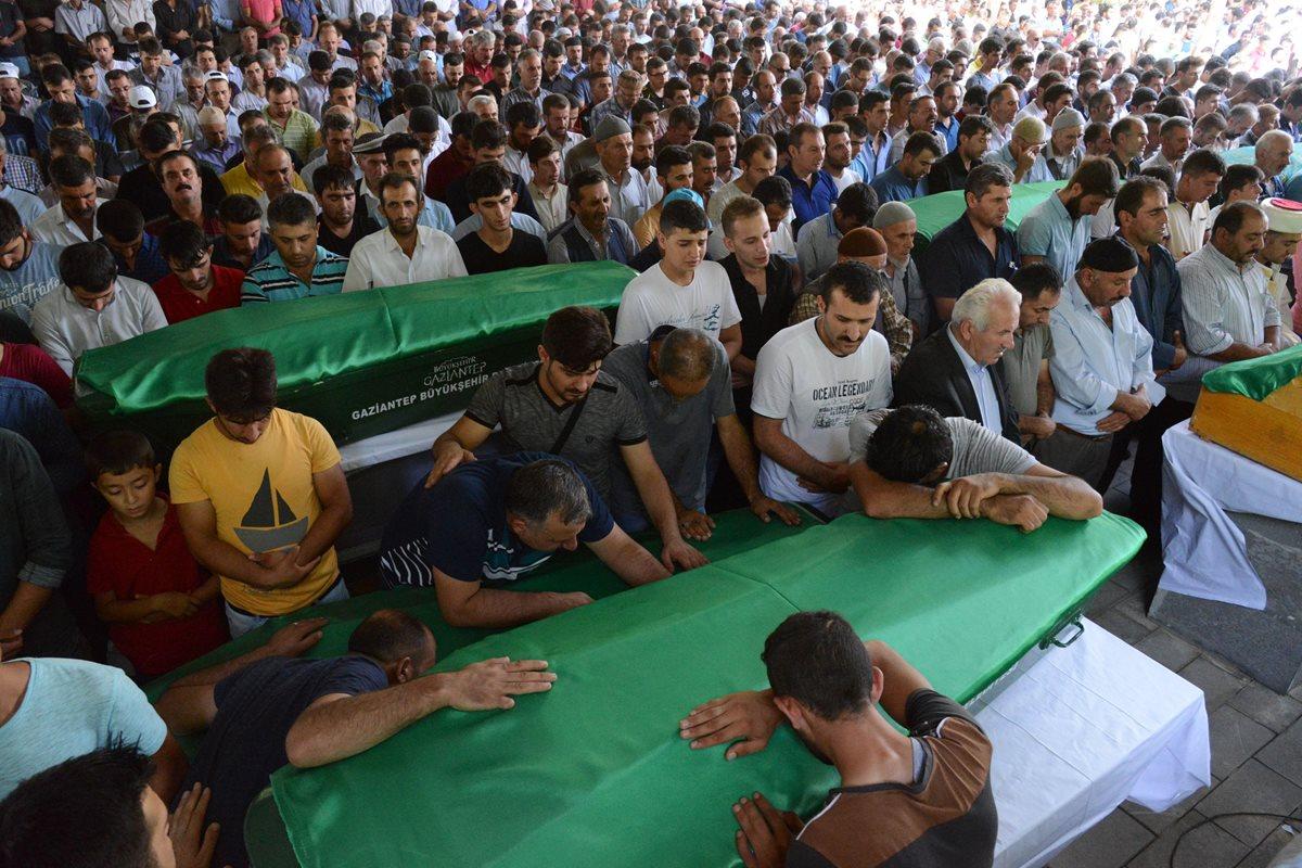 """Niño kamikaze, """"probablemente"""" yihadista, causa al menos 51 muertos en Turquía"""