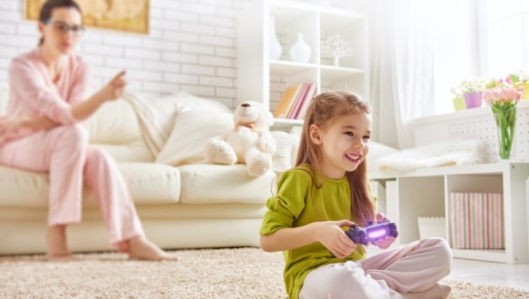 Las chicas 'gamers' tienen tres veces más posibilidades de estudiar carreras científicas que las no jugadoras. Foto: Europa Press