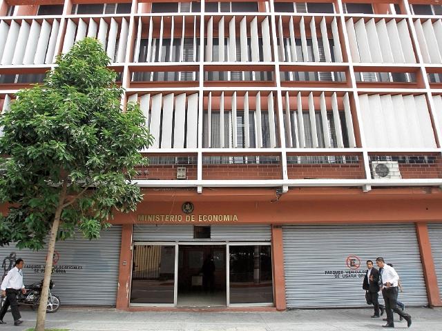 Cancelan dos convivios del Sindicato del Ministerio de Economía que reunirían a 325personas