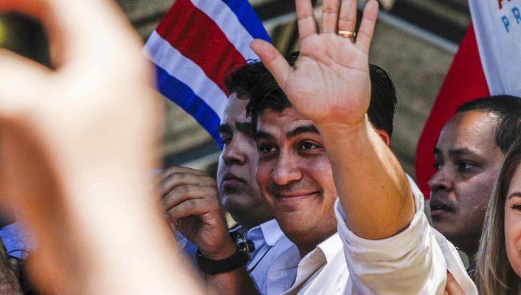 El candidato Carlos Alvarado ganó en las elecciones. (Foto, Prensa Libre: EFE)