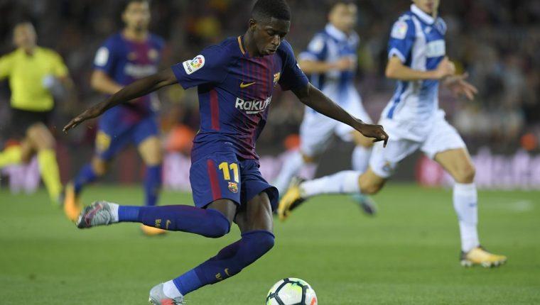 Los aficionados del Barcelona, deberán esperar a inicios del 2018, para poder ver a Ousmane Dembélé en el terreno de juego. (Foto Prensa Libre: AFP)