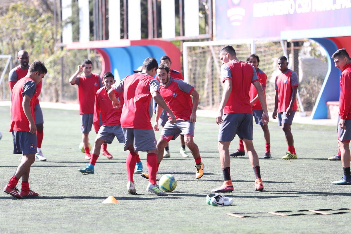 Para el partido frente a Petapa, Municipal usará el uniforme anterior. (Foto Prensa Libre: Jorge Ovalle)