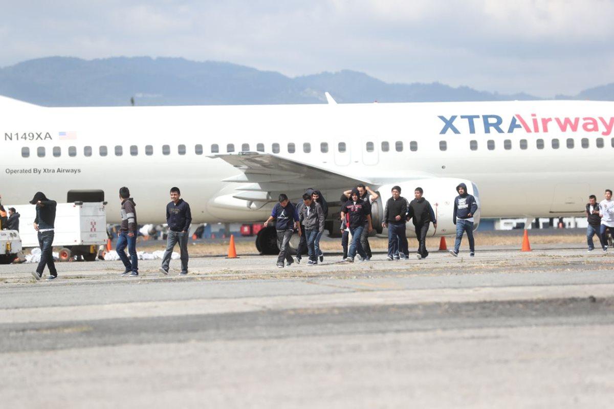 Cada día cientos de guatemaltecos regresan deportados desde EE. UU. sin que Conamigua tenga proyectos claros para apoyarlos.  (Foto Prensa Libre: Hemeroteca PL)