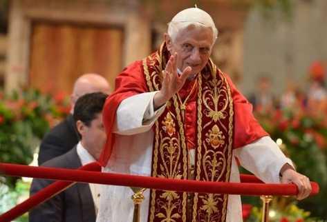 El papa Benedicto XVI en la ceremonia en el que  creó  seis nuevos cardenales el 24 de noviembre. (AFP).
