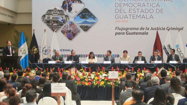 Funcionarios del sector justicia participan en la presentación de los resultados de herramienta. (Foto Prensa Libre: Esbín García)