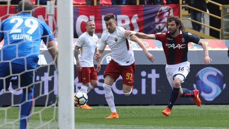 Stephan El Shaarawy durante el encuentro del fin de semana entre el Bolonia FC y el AS Roma, que terminó empatado 1-1. (Foto Prensa Libre: EFE)