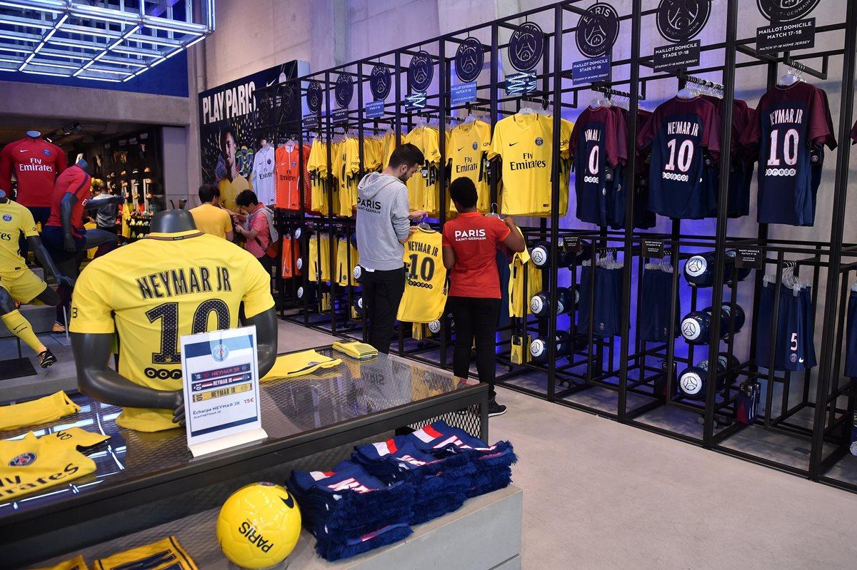 Neymar enloquece a los aficionados del PSG, quienes hicieron grandes filas para comprar su ...