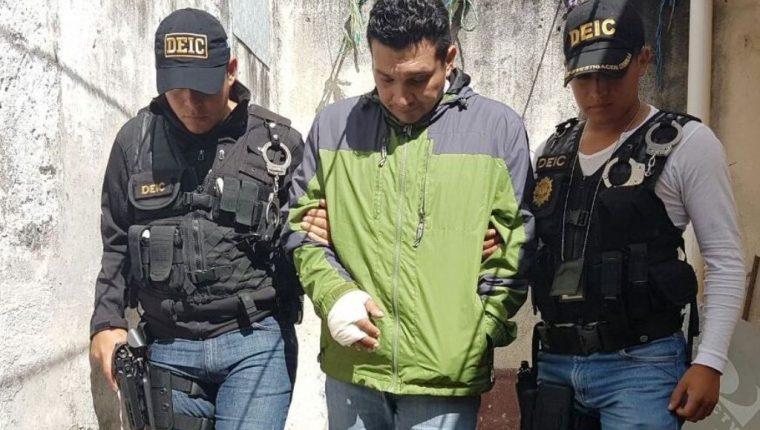 Wilder Elí Flores fue capturado en la zona 5 por distribuir pornografía infantil en EE.UU. (Foto Prensa Libre: Estuardo Paredes)
