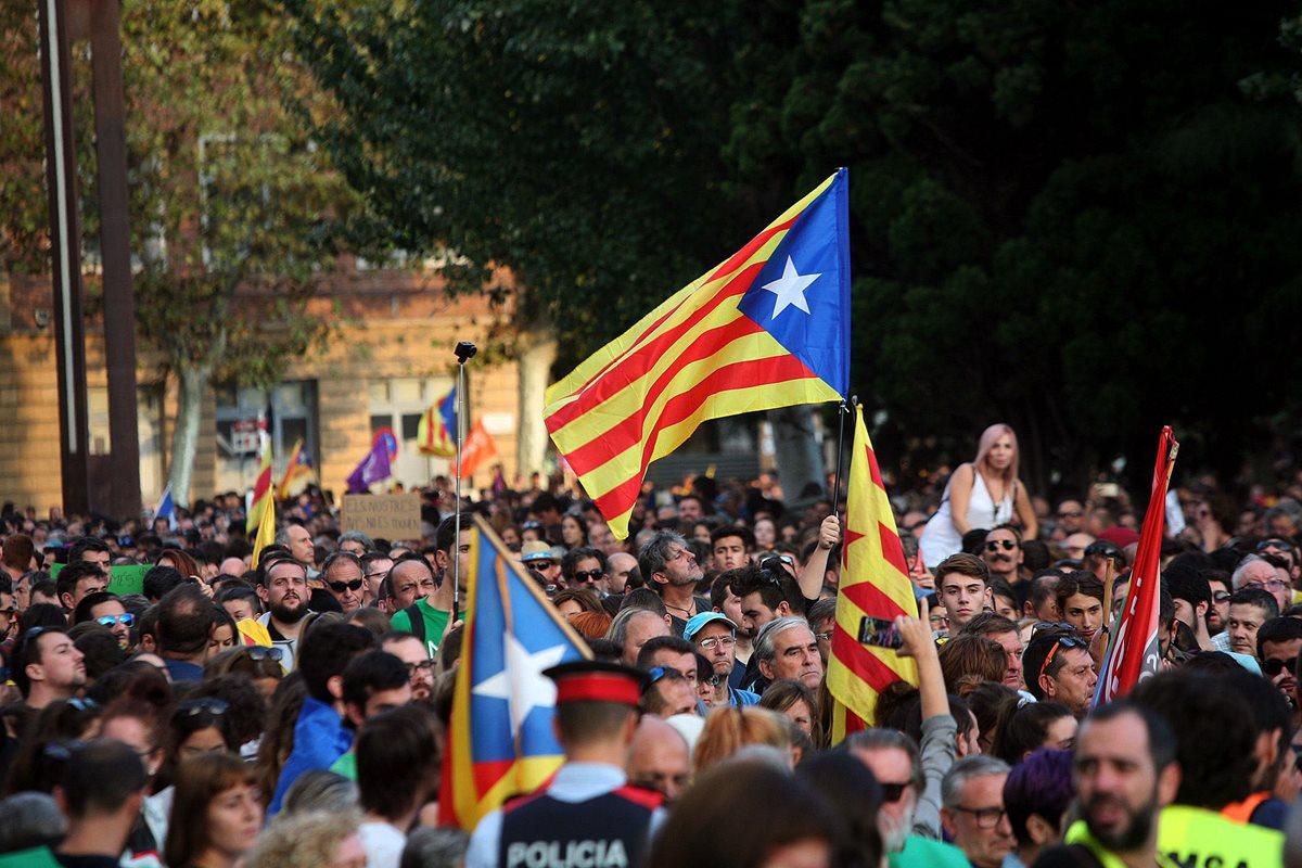 Presidente catalán critica al rey; España rechaza mediación