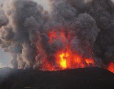 El Santiaguito es uno de los volcanes más activos de Guatemala. En la foto, una erupción de 2009. GETTY IMAGES
