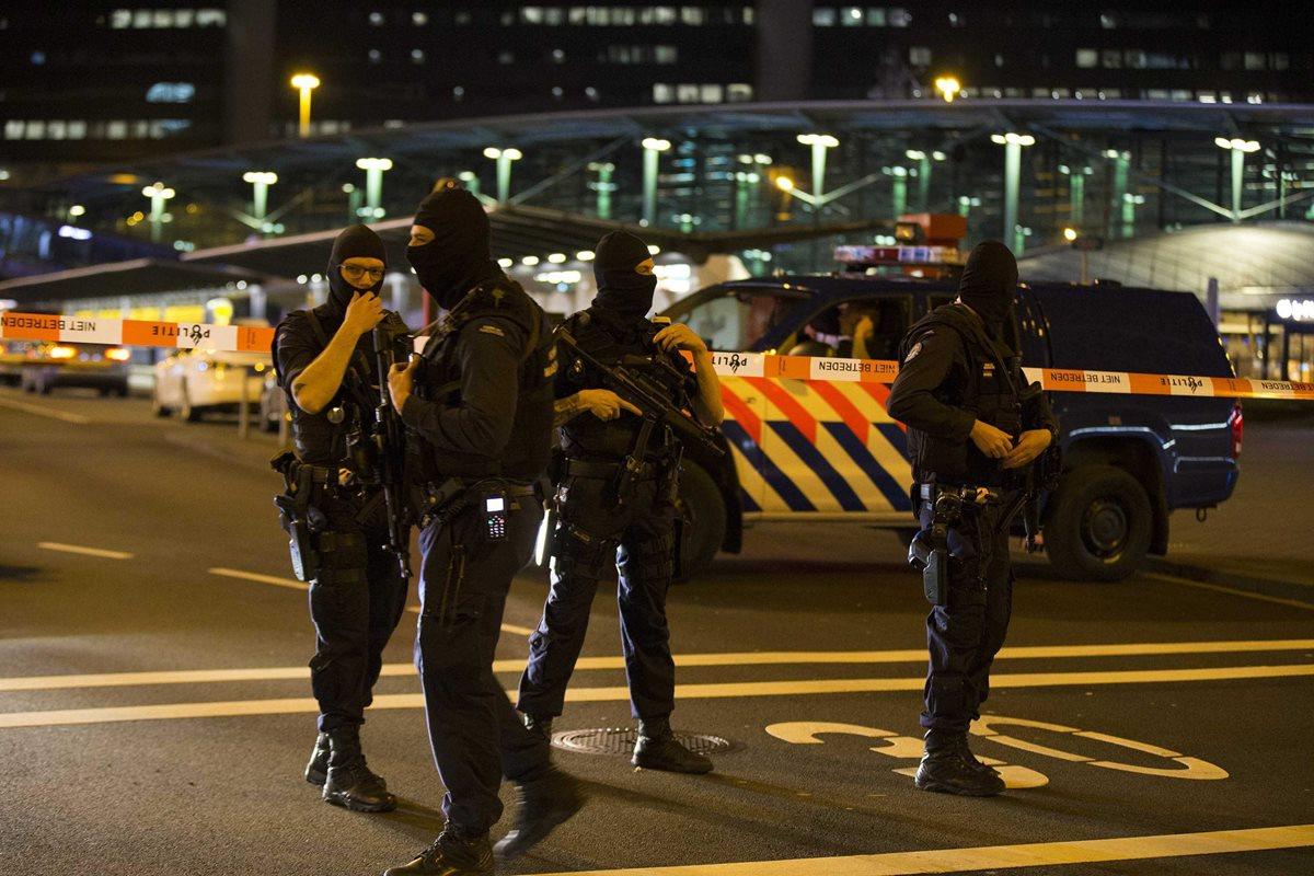Aeropuerto holandés de Schiphol parcialmente evacuado por alerta