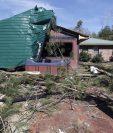 Varios tornados han provocado severos daños materiales en viviendas, escuelas y negocios en Misisipi, Alabama y Luisiana. (Foto Prensa Libre: AP).