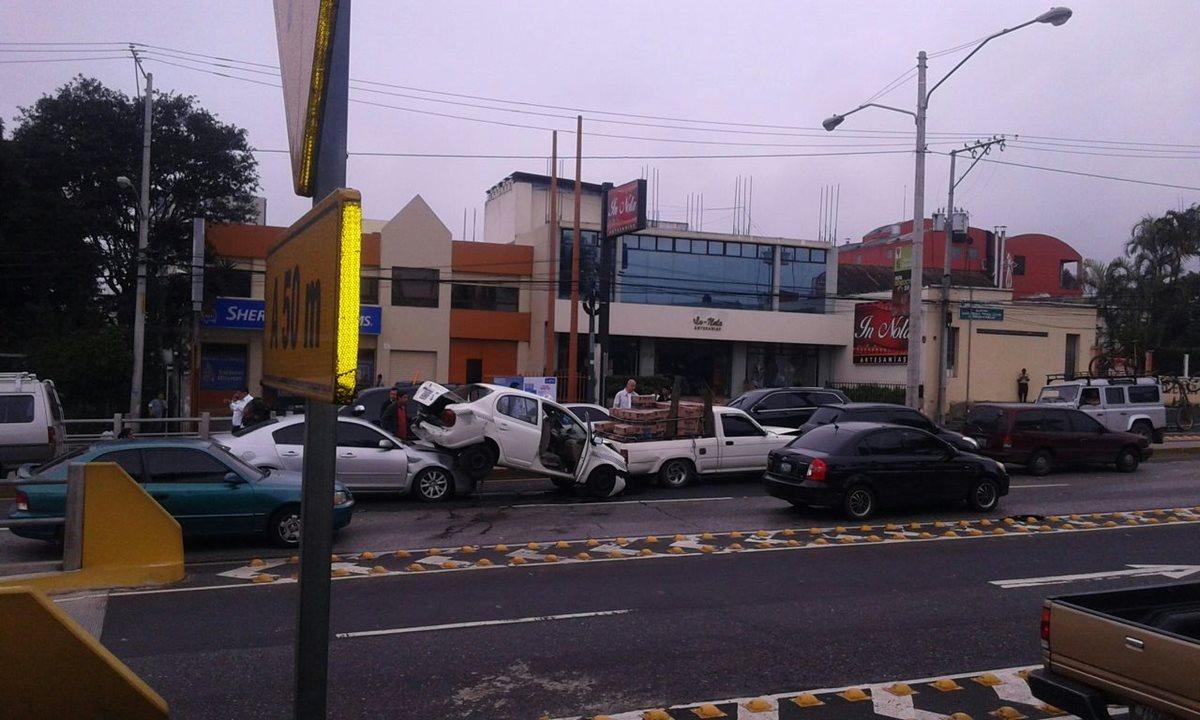 Chocan cinco vehículos en bulevar Los Próceres