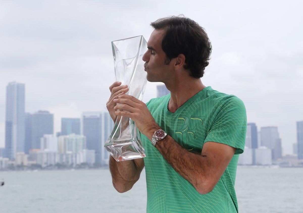 Recientemente Federer ganó por tercera vez el título en el Masters 1000 de Miami. (Foto Prensa Libre: AP).