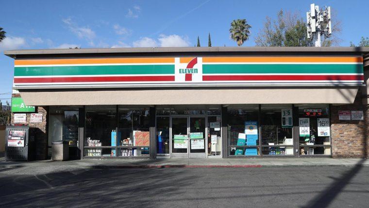 Las recientes redadas en las tiendas 7 Eleven en varias ciudades de EE. UU. dejan un mensaje fuerte a las empresas que contraten migrantes, dijeron autoridades migratorias. (Foto Prensa Libre: EFE)