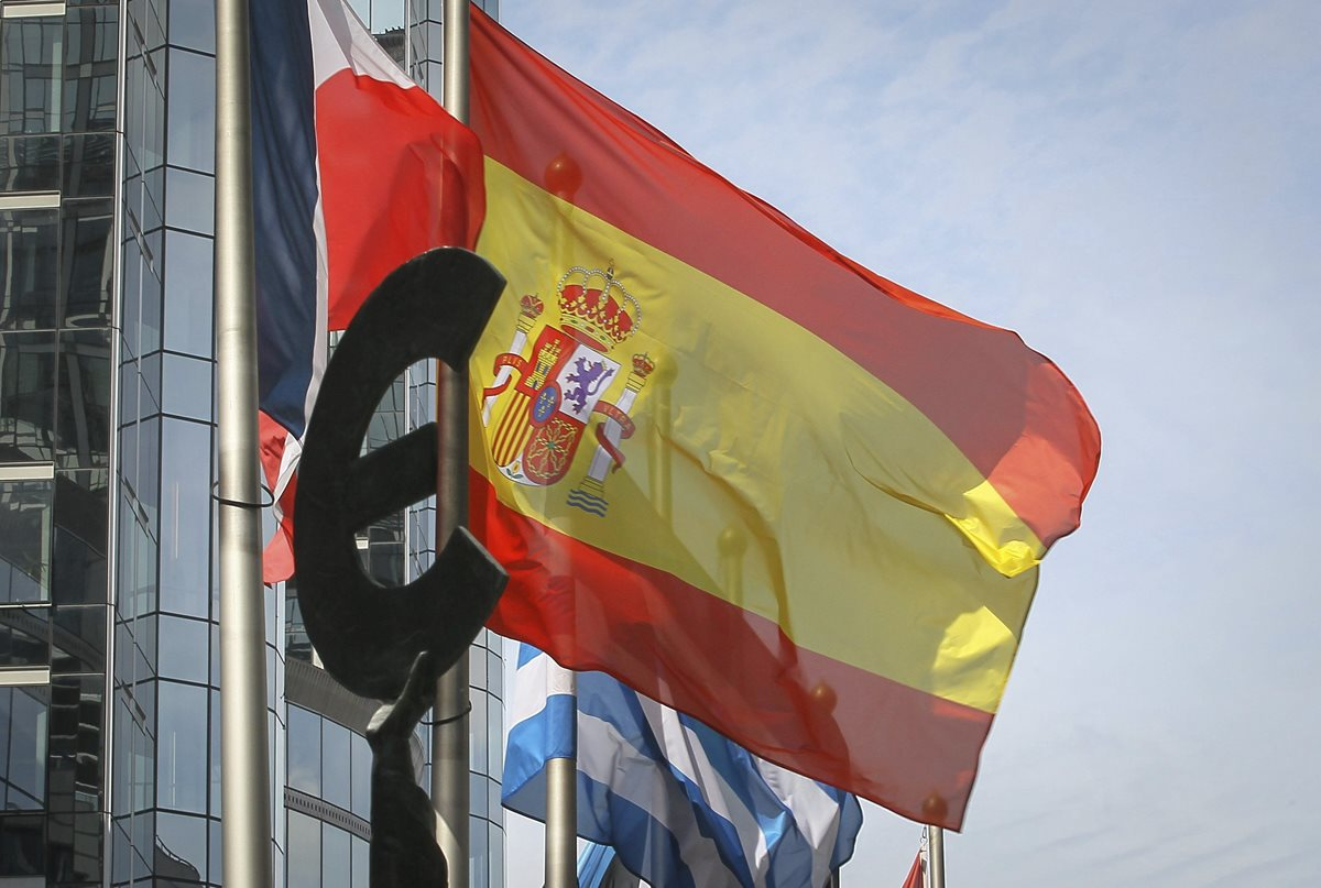 Eurozona debate mañana dictamen por déficit de España