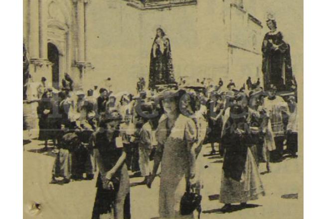 La procesión de la Santísima Virgen de Dolores de San José, se observa a damas de sombrero y mujeres con perraje a la usanza antigua. (Foto: Hemeroteca PL)