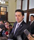 Víctor Martínez, ministro de Finanzas, explicó que asesoraron técnicamente a los miembros de la Comisión de Finanzas. (Foto Prensa Libre: Carlos Álvarez)