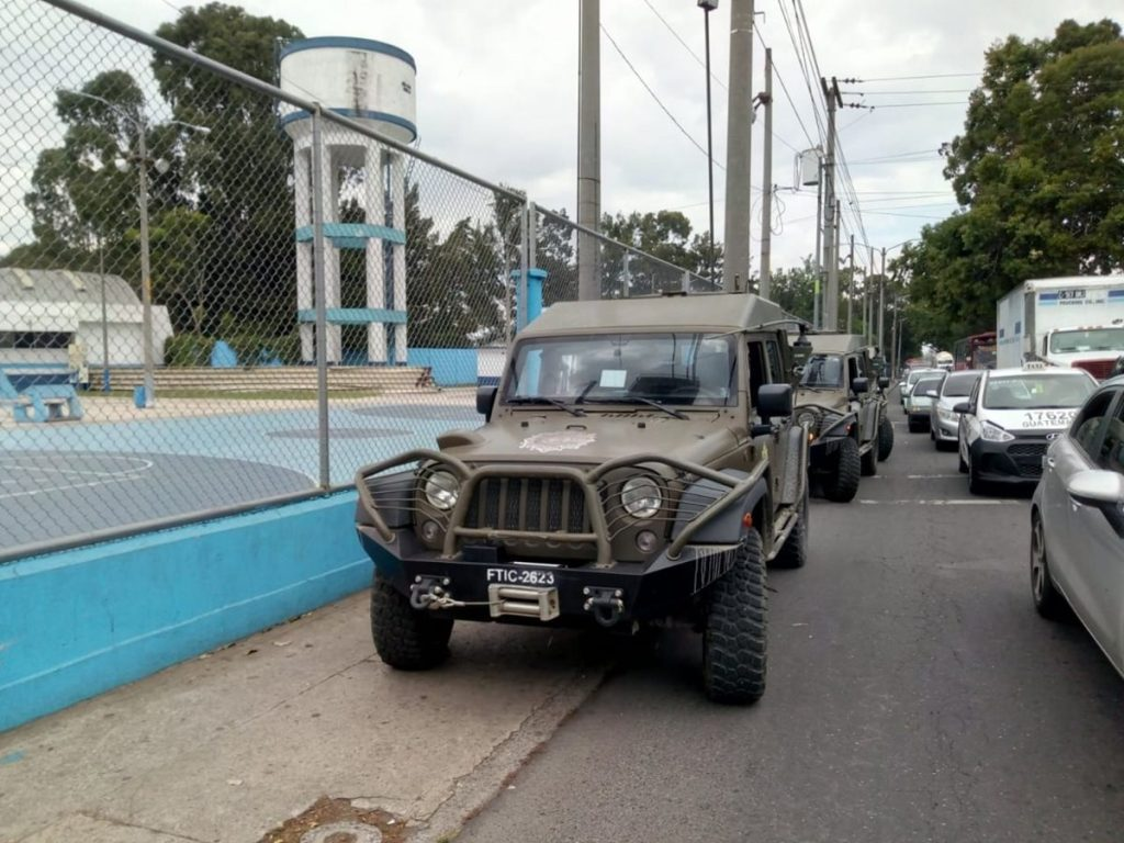 Varias personas reportaron el paso de los vehículos en diferentes puntos.