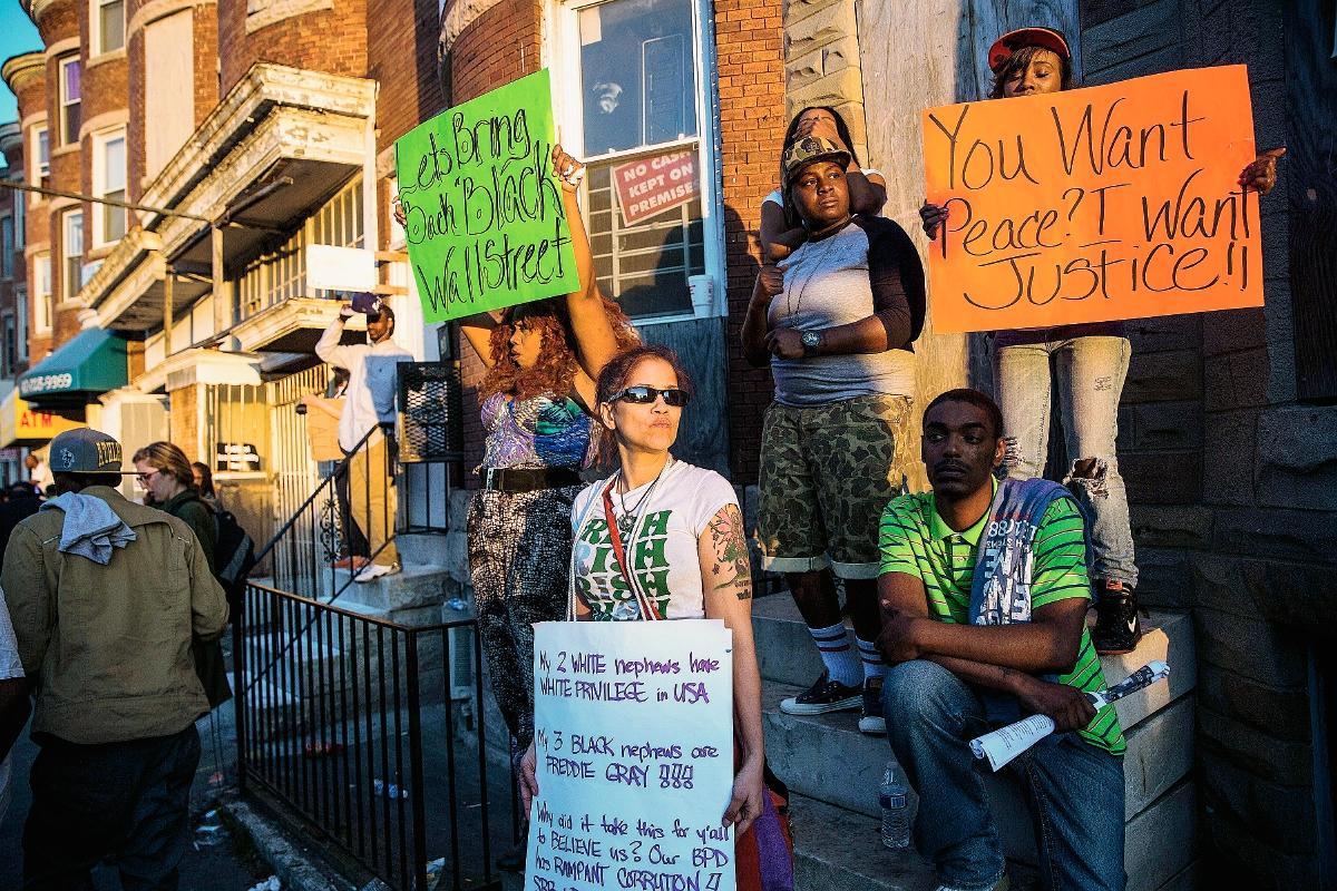 Alcaldesa de Baltimore anuncia suspensión inmediata del toque de queda