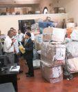 En la agencia de correos de la 12 calle de la zona 1 se reanudó el servicio, pero aún no para recibir correspondencia, solo para entrega de piezas atrasadas. (Foto Prensa Libre: Álvaro Interiano)