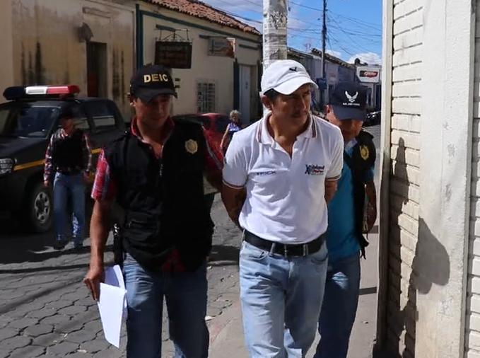 El maestro Erick Randolfo Felipe López fue capturado por supuestamente haber violado a una estudiante de 13 años. (Foto Prensa Libre: Hugo Oliva)