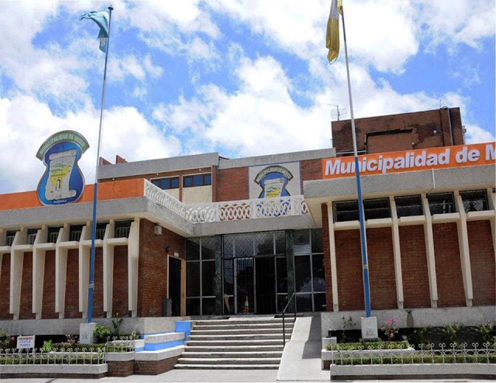 La red de estafa creó plazas de empleados que no trabajaban en la comuna de Mixco, luego recibieron dinero de créditos que se autorizaron. (Foto Prensa Libre: Hemeroteca)