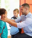 Los padres son los encargados de transmitirles seguridad y confianza a sus hijos.