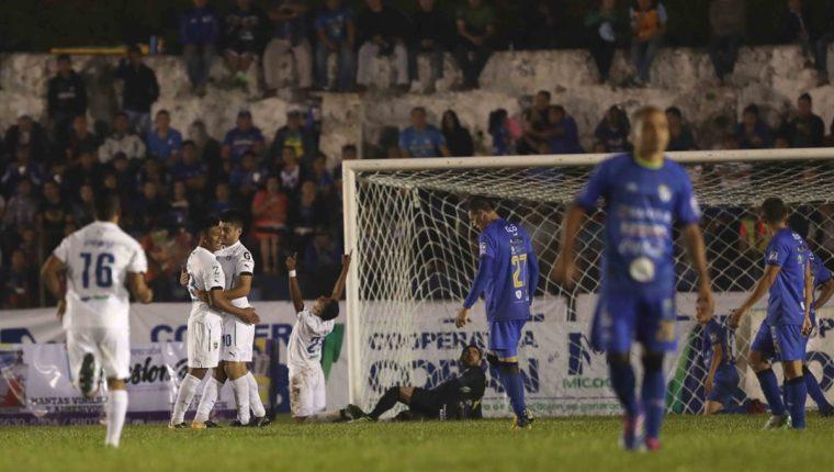 La última vez que los albos celebraron en el estadio Verapaz fue en noviembre del 2016. (Foto Prensa Libre: Francisco Sánchez)