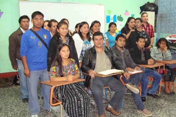 estudiantes  de la extensión  de Chimaltenango  se oponen al cierre de centros de estudio.