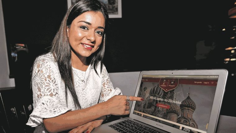 Alejandra María es una de las guatemaltecas que estarán en el Mundial de Rusia, en el departamento de Comunicación. (Foto Prensa Libre: Edwin Fajardo)
