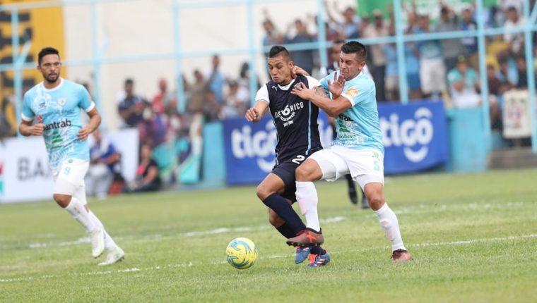 Jorge Aparicio tuvo problemas para contener a la ofensiva de Sanarate. (Foto Prensa Libre: Francisco Sánchez)