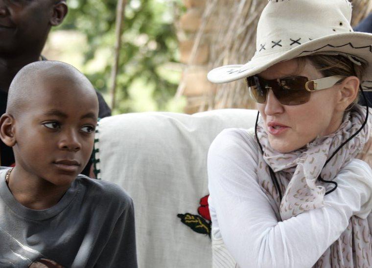 La artista estadounidense, que en los años 80 decía que no quería tener mucha descendencia, tiene 6 hijos (dos biológicos y cuatro niños adoptados en Malawi). GETTY IMAGES