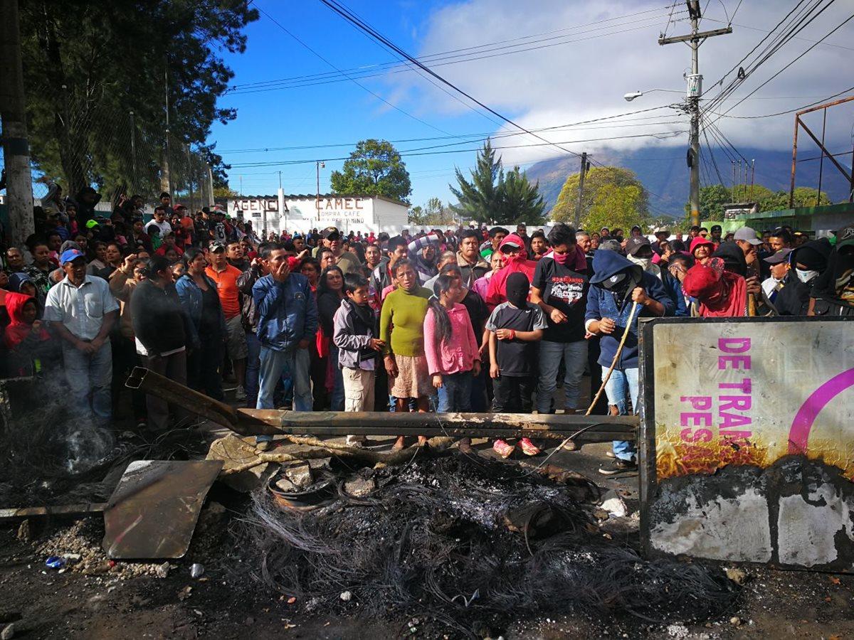Vecinos protestan por falta de agua en Santa Elena Barillas