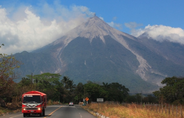 Volcán de Fuego genera flujos de lava