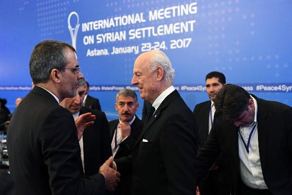 Gobierno y rebeldes sirios plantean reclamos al inicio de proceso